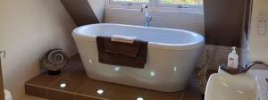 Bath free stand